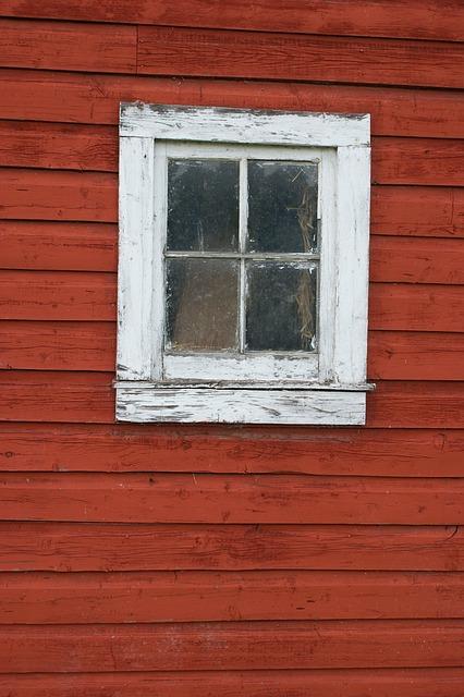 . Jak przywrócić dawny blask starym drewnianym ramom okiennym?