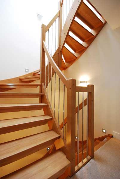 Jak dbać o drewniane schody